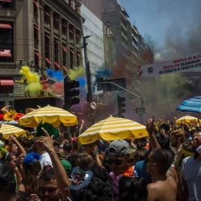 Acabou chorare: Carnaval e alegria colorida da cidadecinza